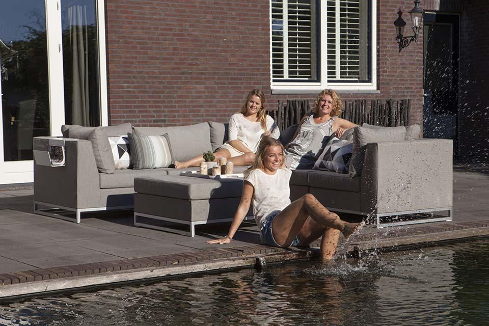 Rhodos Loungeset - Nanotex - Persoon Outdoor Living!
